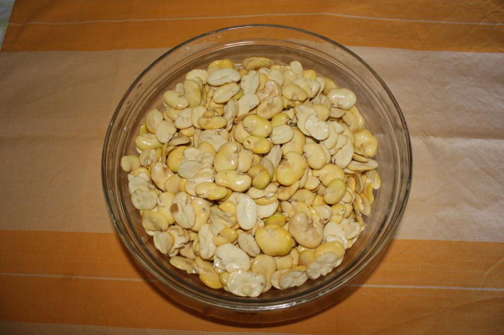 favetta e cicoria - lavare le fave