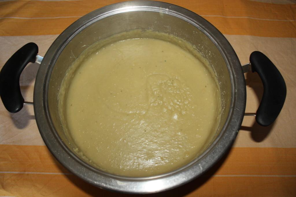 favetta e cicoria - frullare le fave