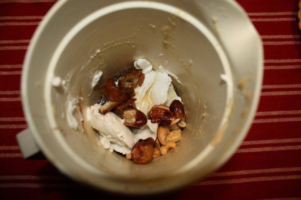 crostatine di mandorle al cioccolato - frullare gli ingredienti