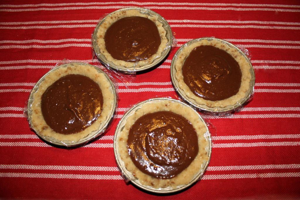 crostatine di mandorle al cioccolato - riempire le crostatine