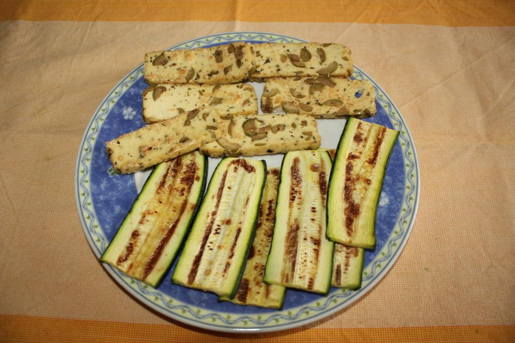 mattoncini di zucchine e tofu con crema di pomodoro - zucchine e tofu grigliato