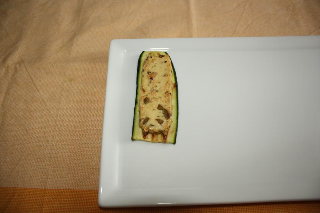 mattoncini di zucchine e tofu con crema di pomodoro - strato di mattoncino