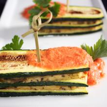 mattoncini di zucchine e tofu con crema di pomodoro - piatto pronto