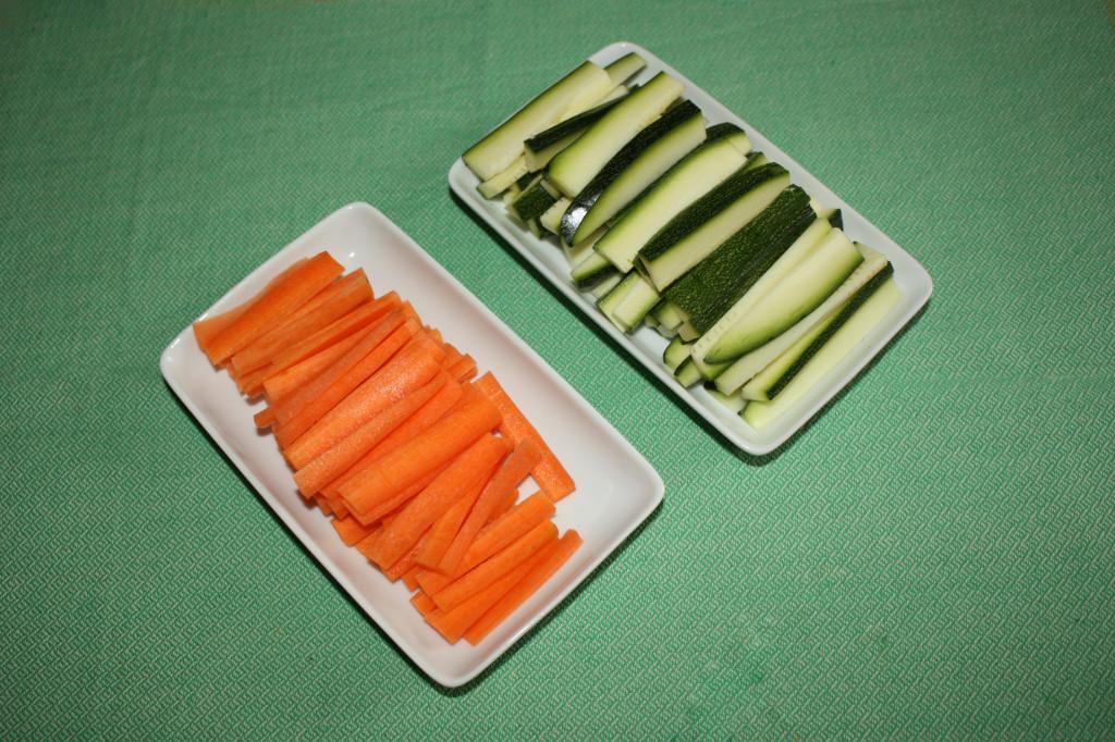 verdure al latte di cocco - tagliare le zucchine e le carote