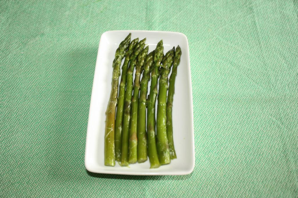 asparagi con salsa di tofu - asparagi cotti
