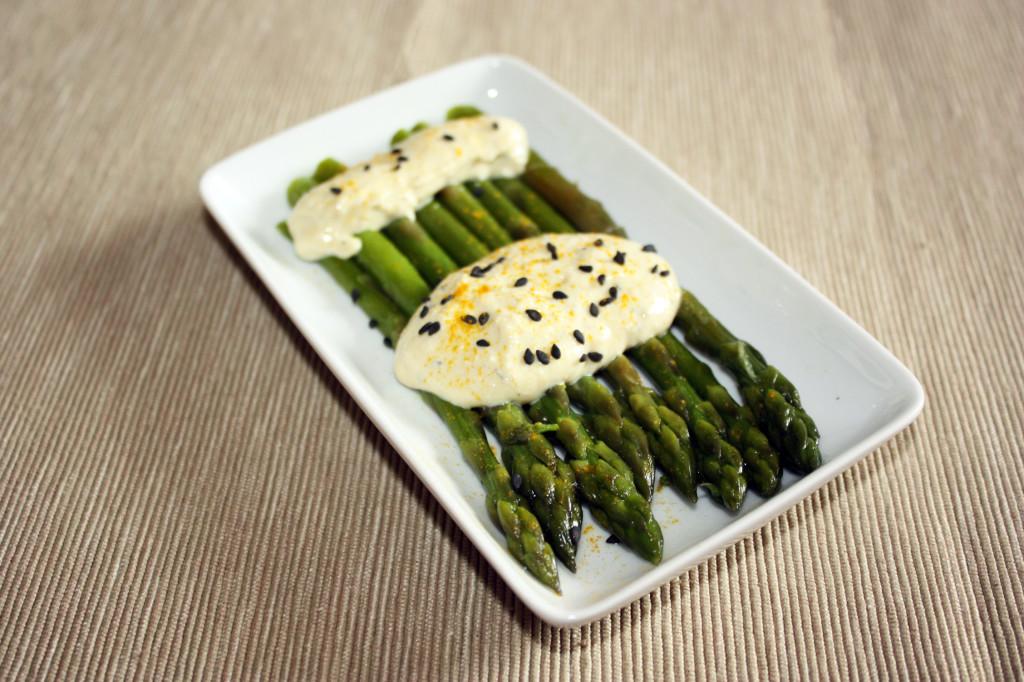 asparagi con salsa di tofu - piatto pronto