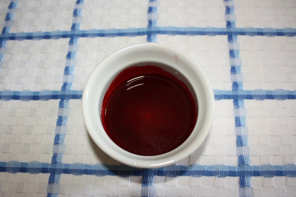 red velvet cupcakes - sciogliere il colorante