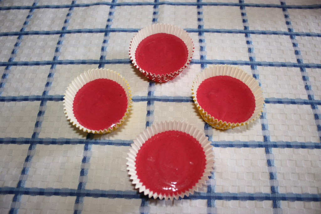 red velvet cupcakes - riempire gli stampini