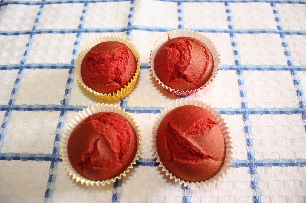 red velvet cupcakes - muffin pronti