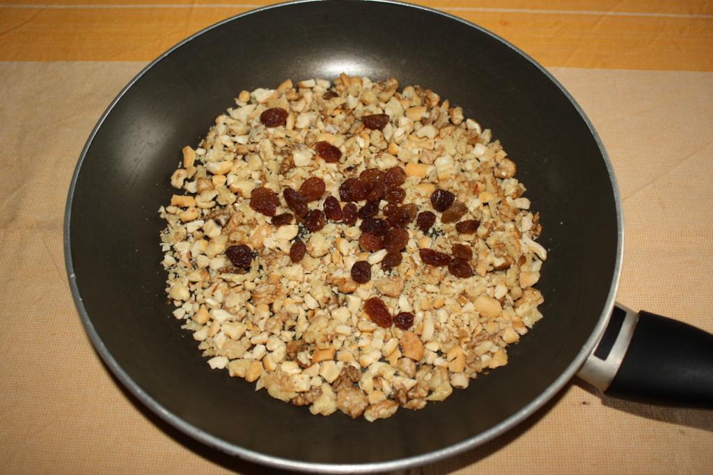 porri con granella croccante e uvetta - dorare granella e uvetta