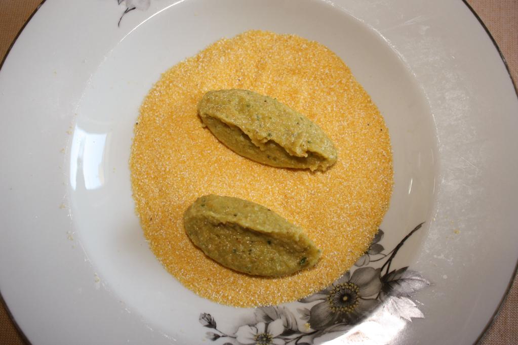 crocchette di patate aromatizzate - impanare le crocchette