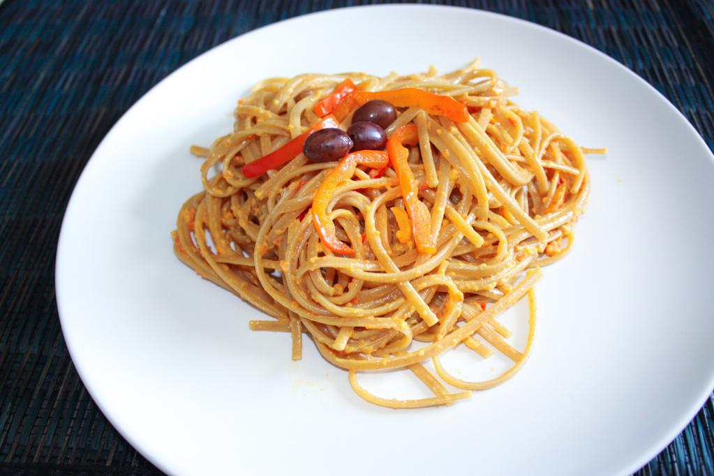 Linguine Con Crema Di Peperoni E Olive – Piatto Pronto