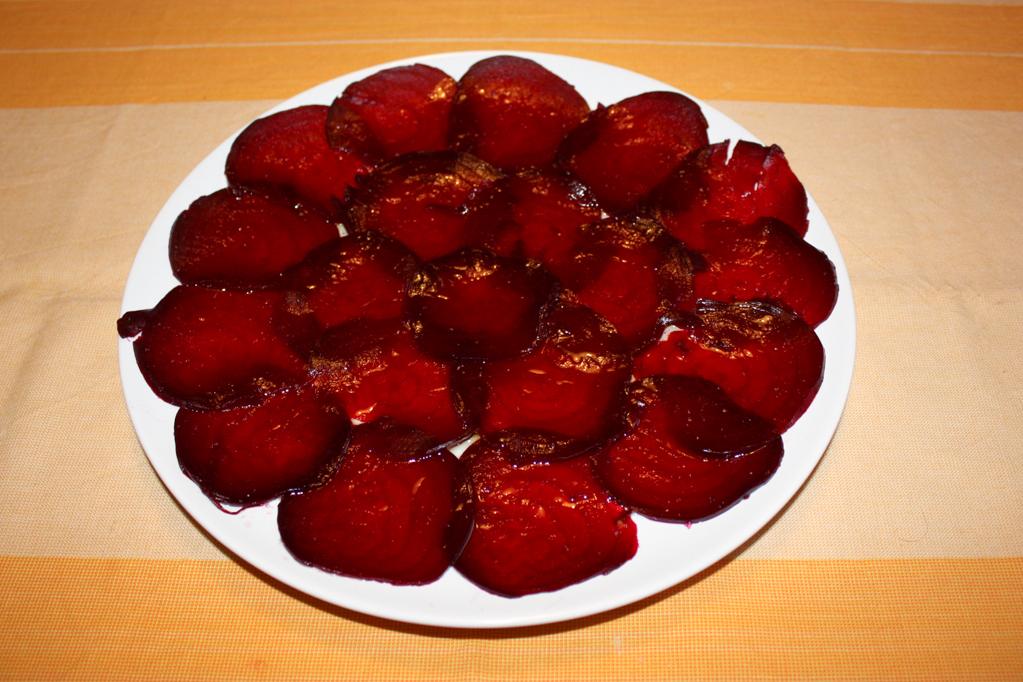 carpaccio di rapa rossa - versare olio e limone