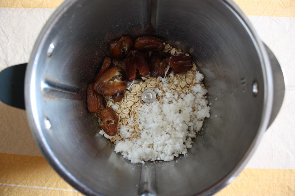 barchette di avena con crema di banana e cioccolato - frullare gli ingredienti