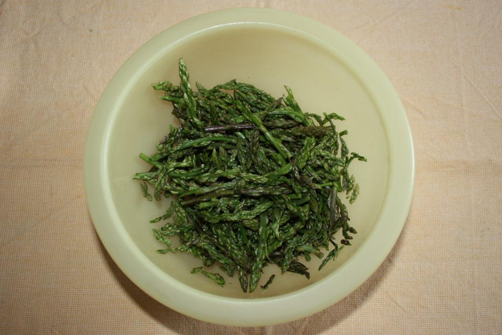 crostini di asparagi - lavare gli asparagi
