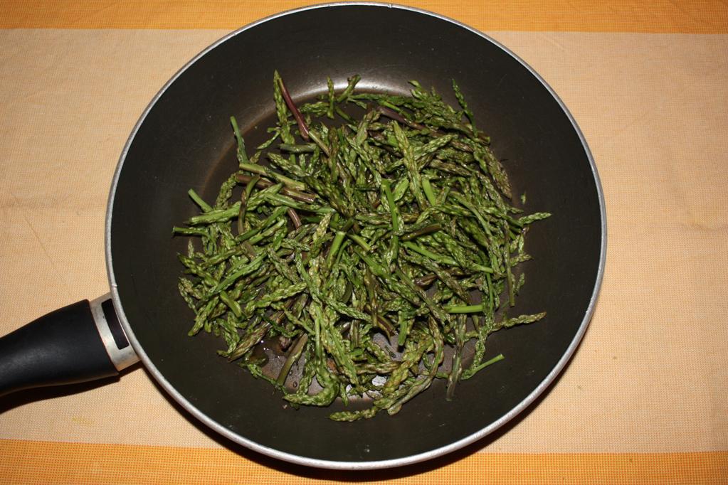 crostini di asparagi - saltare gli asparagi