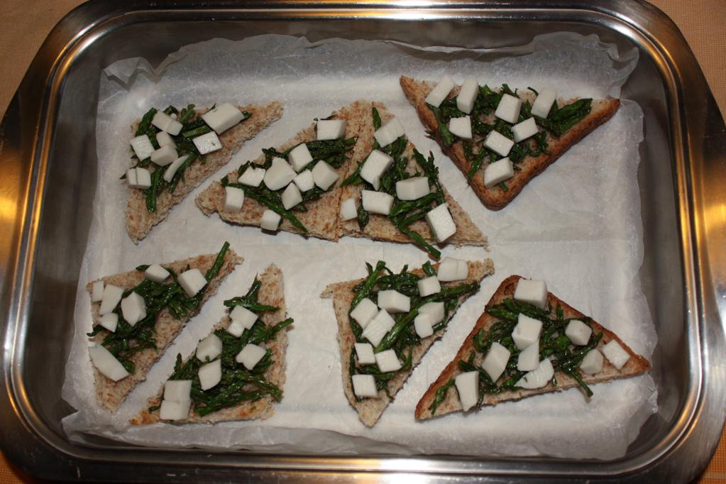crostini di asparagi - infornare i crostini