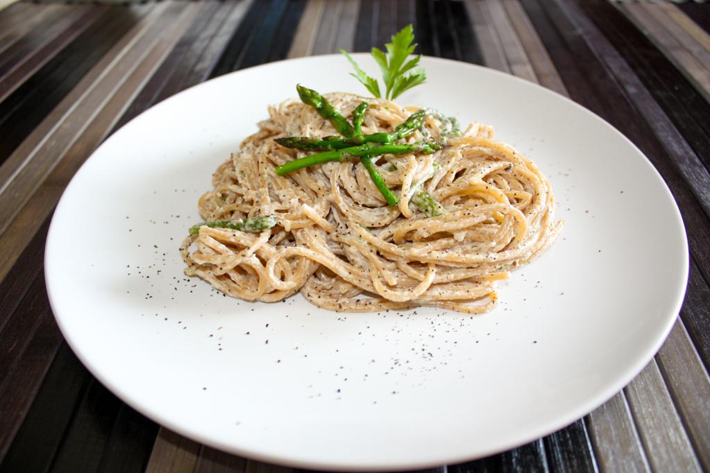 Spaghetti Con Asparagi E Pesto Di Noci