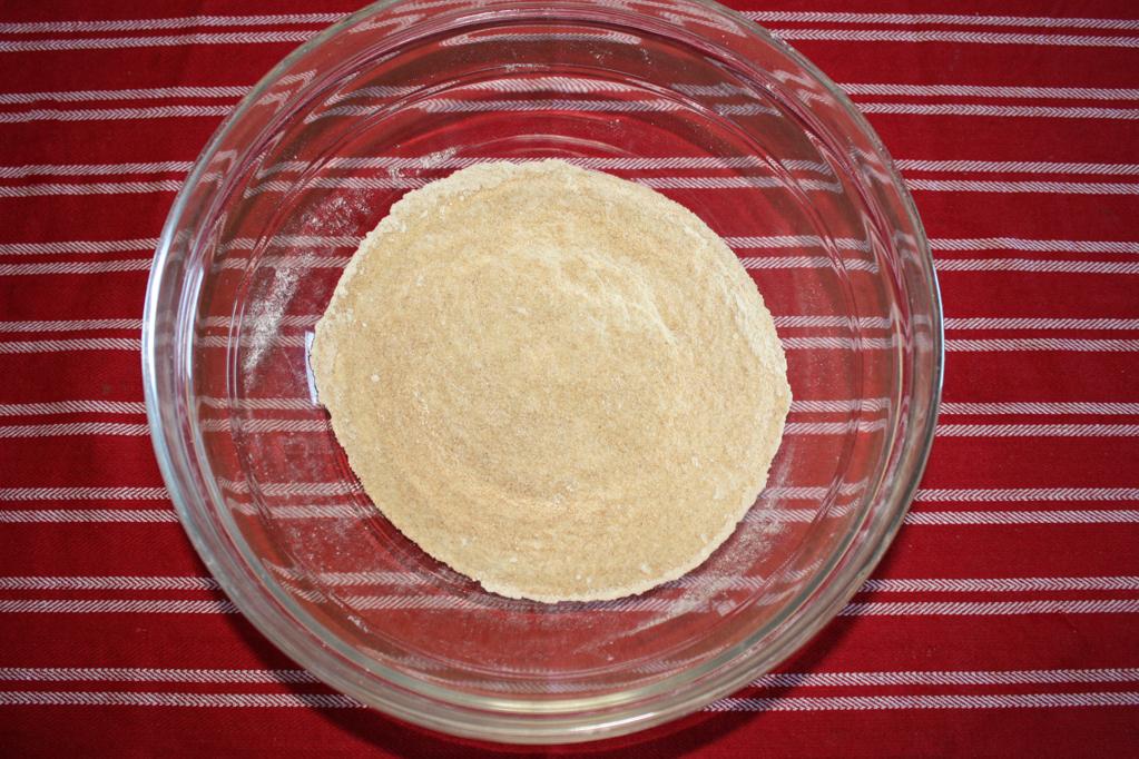 biscotti al burro d'arachidi e cioccolato - setacciare la farina