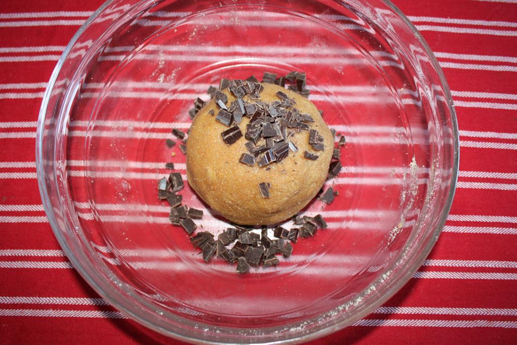 biscotti al burro d'arachidi e cioccolato - aggiungere il cioccolato