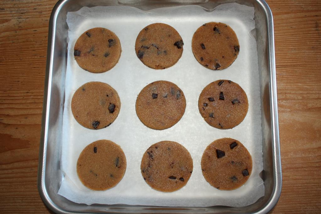 biscotti al burro d'arachidi e cioccolato - infornare i biscotti