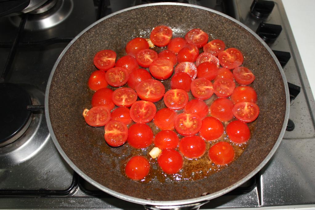 tofu alla pizzaiola - cuocere i pomodori