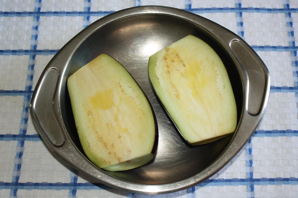 salsa di melanzane - tagliare le melanzane