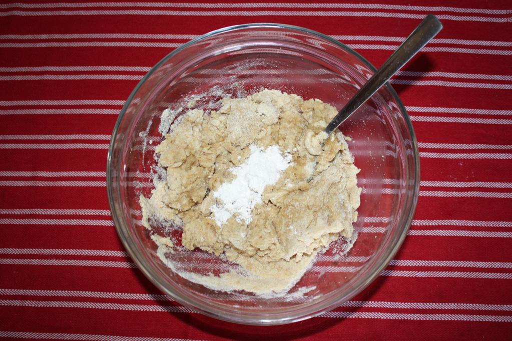 panzerottini alle pere e cioccolato - impastare la farina