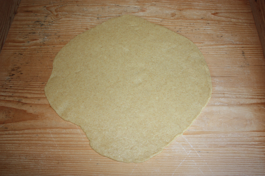 torta di riso e pere - stendere la sfoglia