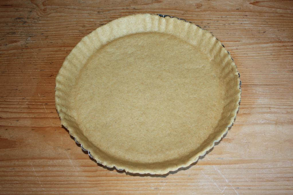 torta di riso e pere - foderare la teglia da forno