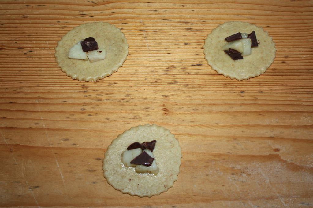 panzerottini alle pere e cioccolato - stendere l'impasto