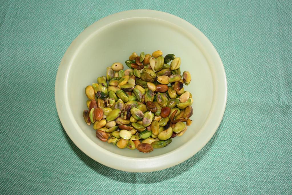 fusilli al pesto di pistacchio - pulire i pistacchi