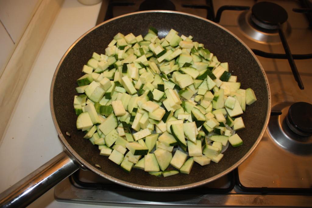 trofie con zucchine e tofu marinato - aggiungere le zucchine