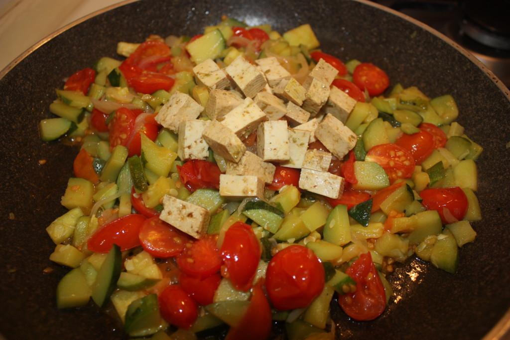 trofie con zucchine e tofu marinato - aggiungere il tofu