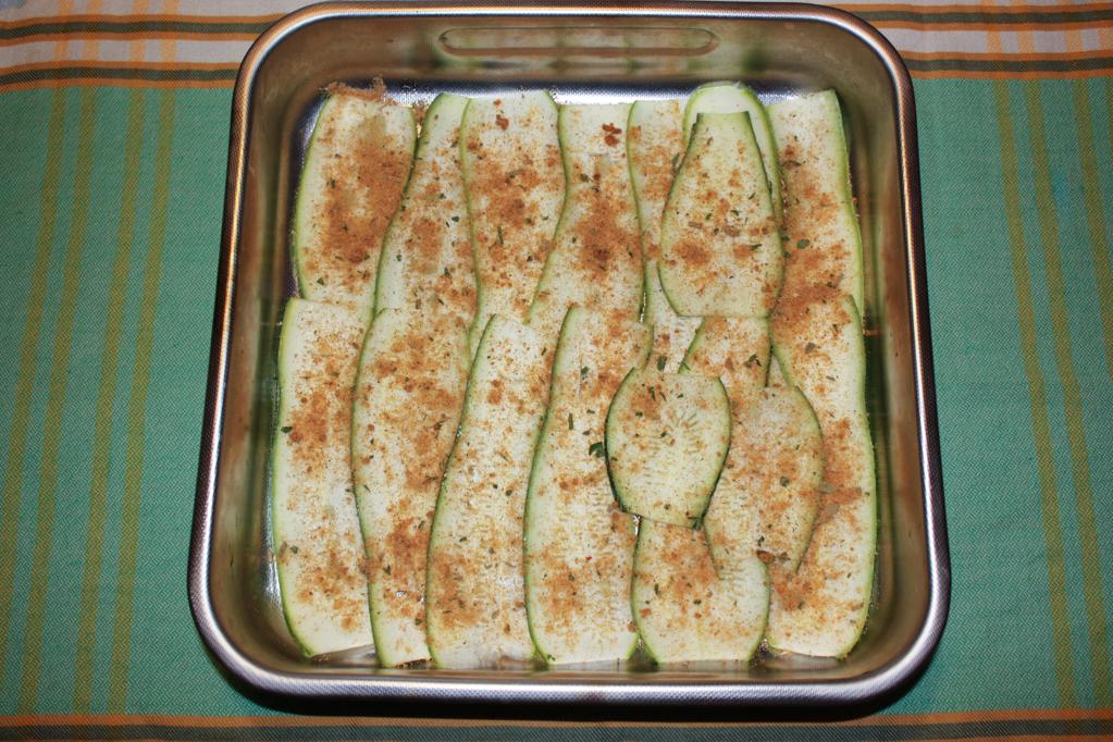zucchine gratinate - spolverare col pan grattato